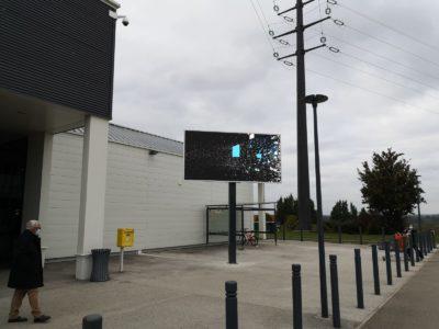 écran publicitaire centre Leclerc Paray le Monial